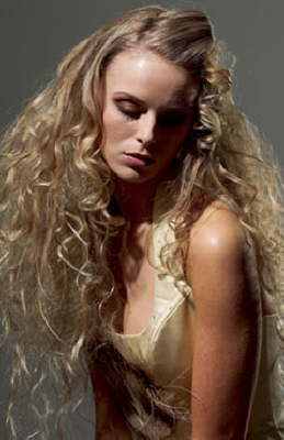 bridal_curls_blonde